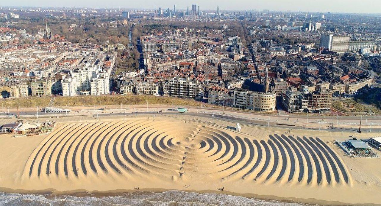 Ringen aan zee van kunstenaar Bruno Doedens / SLEM 200 jaar Badplaats Scheveningen.