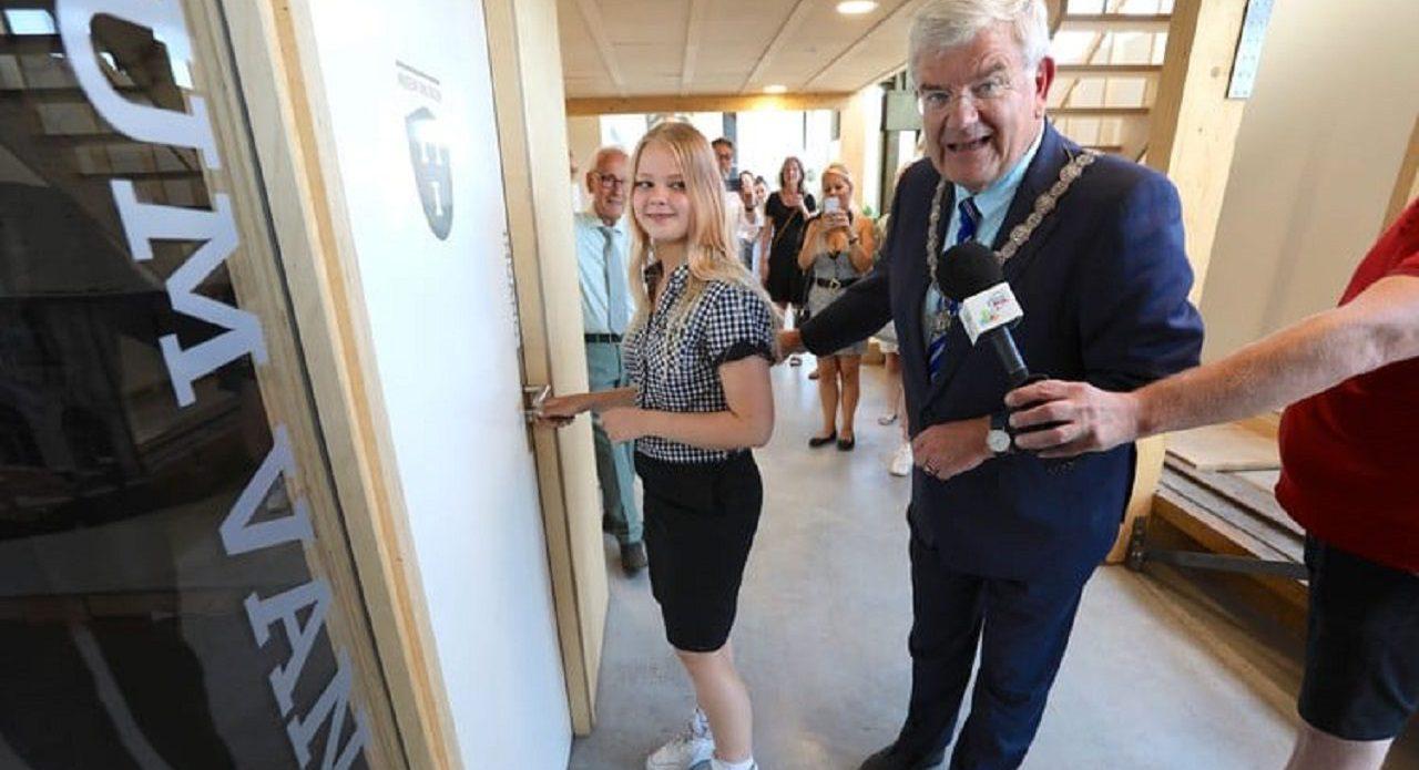 opening Museum van Zuilen door burgemeester Jan van Zanen