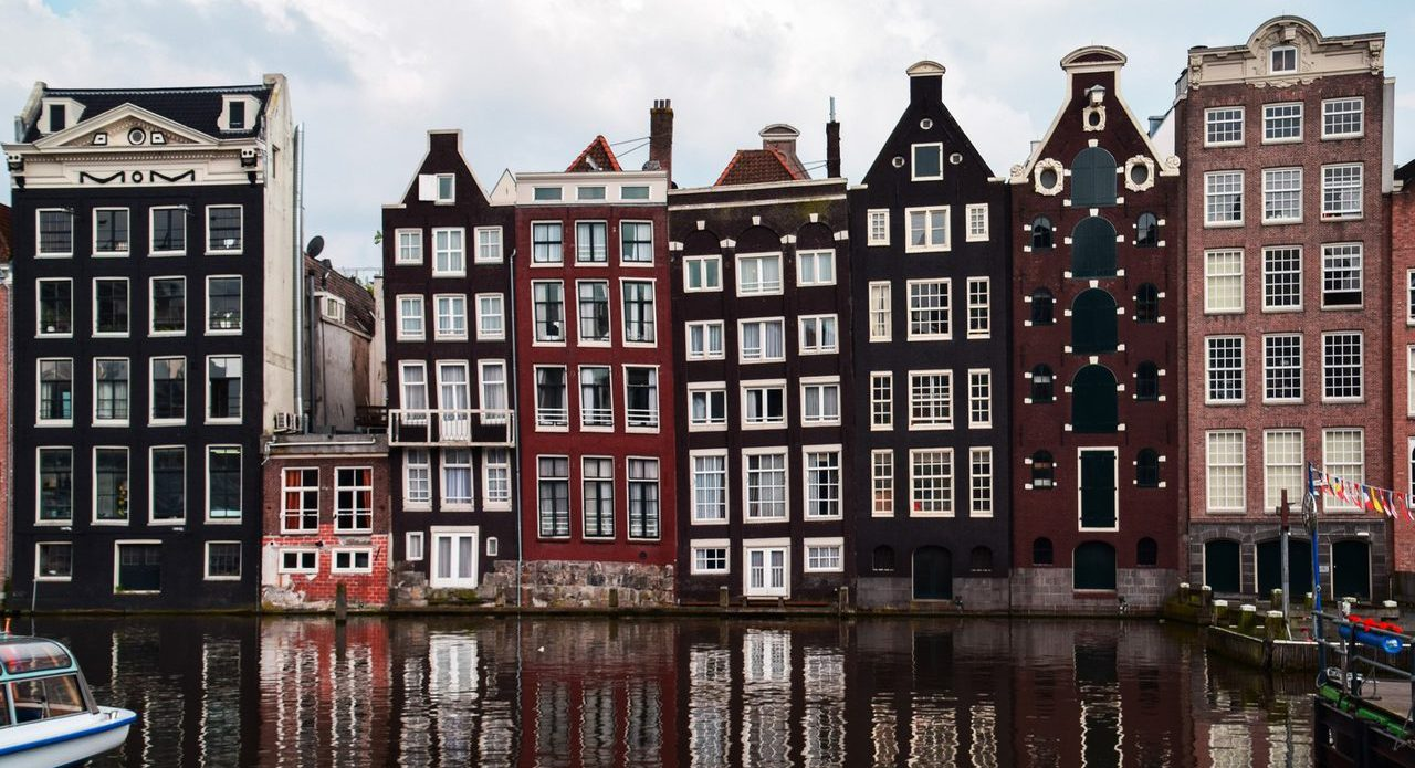 town-city-canal-cityscape-facade-waterway-488816-pxhere.com