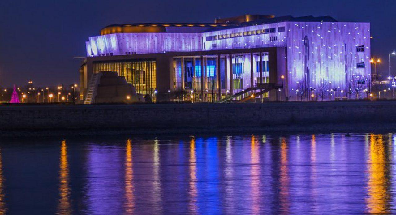 Een theater aan het water. Hier de Donau... straks de Sloterplas.